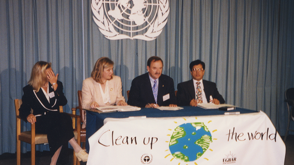 1993: Simple Green and the EGBAR Foundation partner with Clean Up The World.